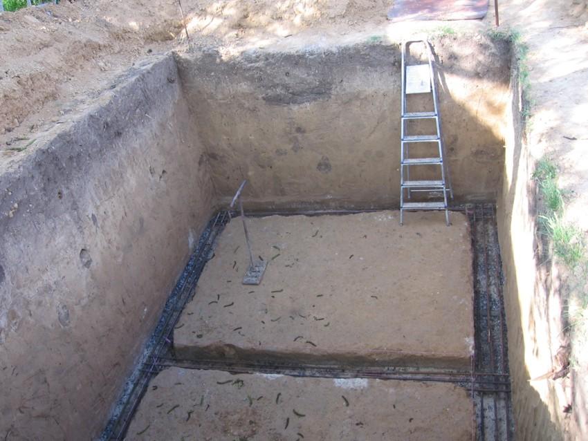 Армирование фундамента погреба
