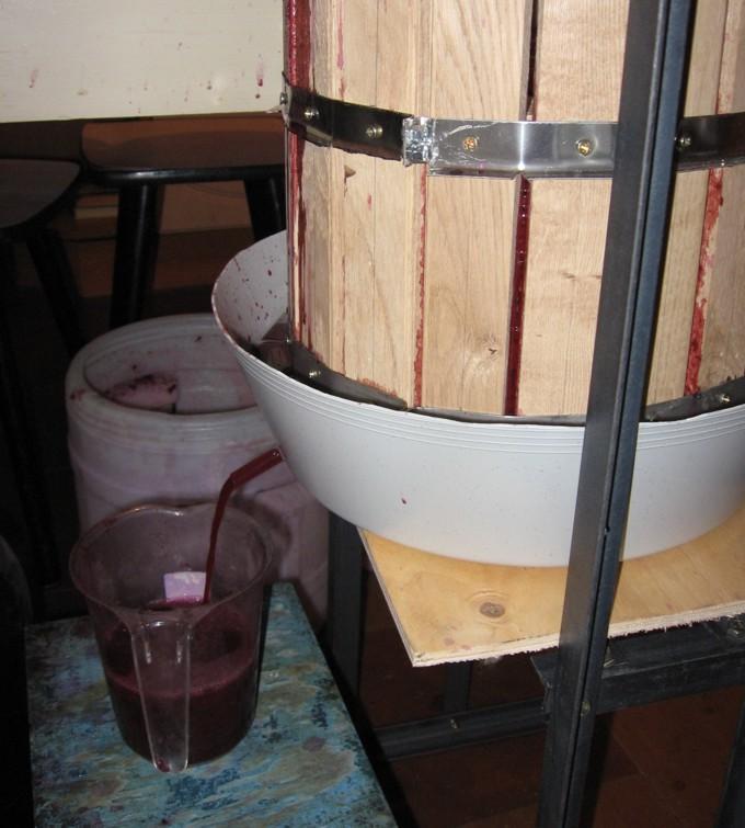 Давим виноград 2